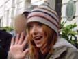 Alyson me faisant un signe de la main